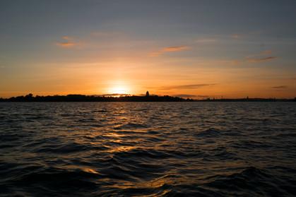 Auringonlasku merellä 25.9.2016