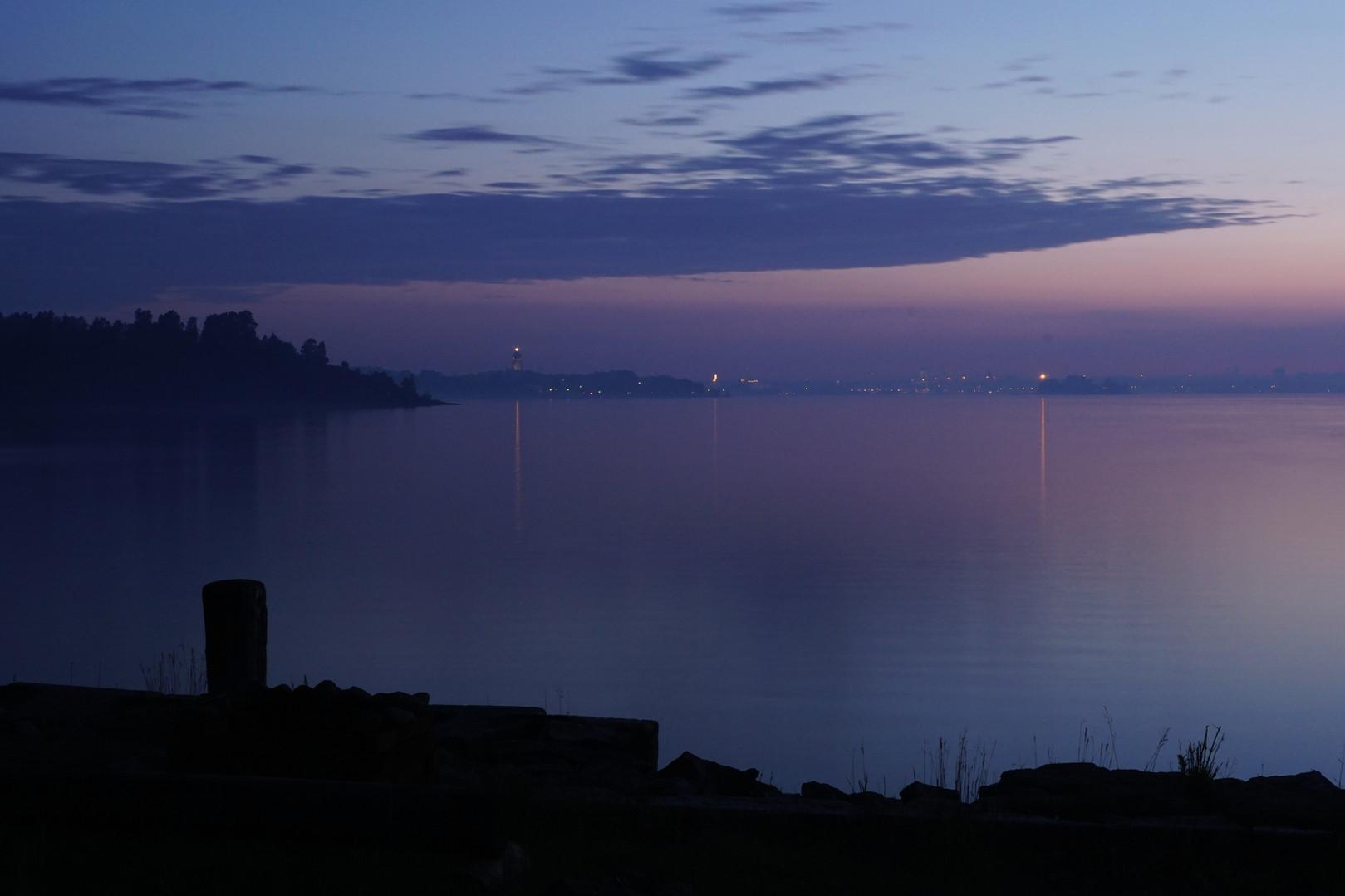 Pohjoisrannalla iltahämärässä 20.6.2015