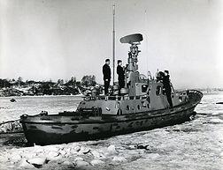 Kuninkaansaaren merivartijat rannikkovenettä huoltamassa 1962-67