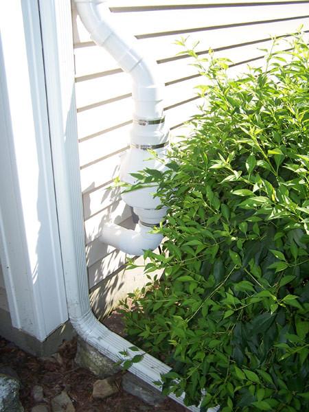 Fan tucked into hedge area
