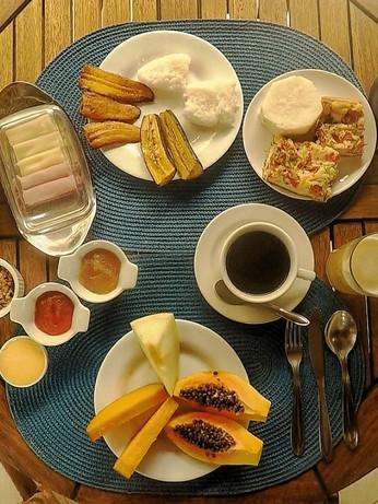 Café da manhã servido na sua mesa