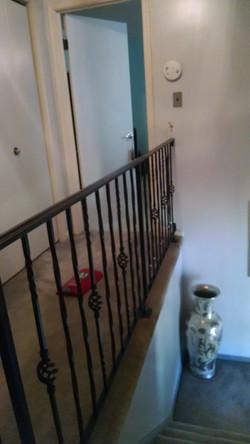 Decorative rail w/ twisted pickets