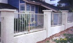 Retaining wall rail