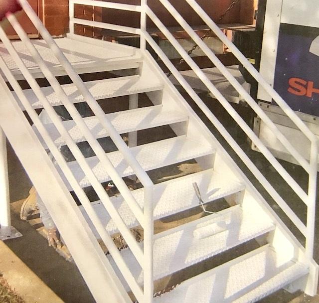 Loading dock platform (white)