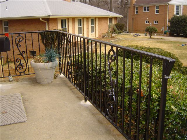 Porch rail w/ decorative scrolls