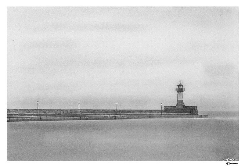Leuchtturm am Morgen im Hafen von Sassnitz