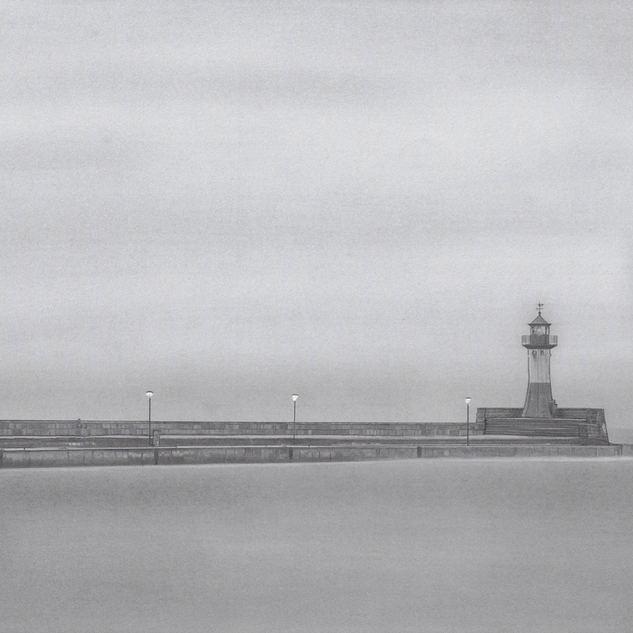 Sassnitzer Hafen an einem neblig, dunstigen Herbstmorgen