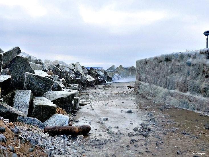 Nr.234 die gefrorene sassnitzer Ostmole im Winter bei stürmischer See