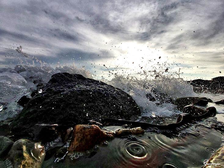Nr.146 Wellen schlagen gegen Reste der Hafenmauer am alten sassnitzer Strand