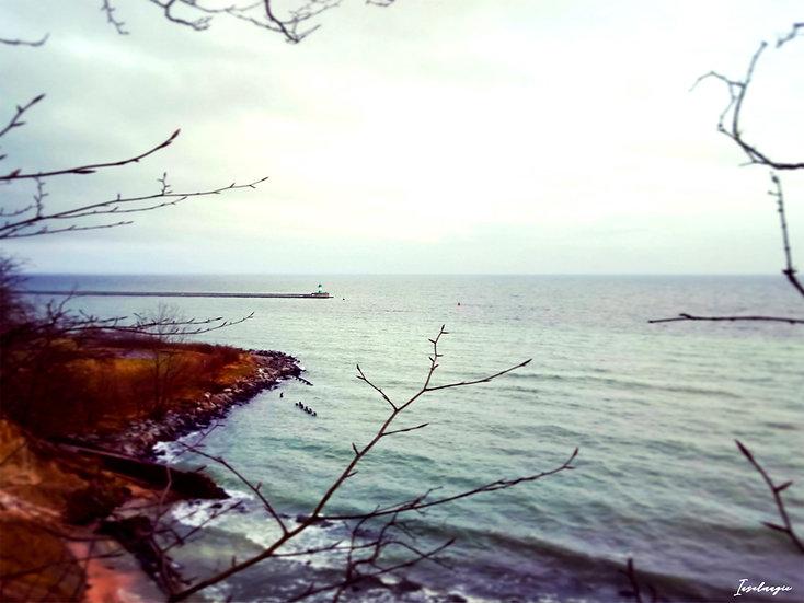 Nr.43 Blick von Dwasieden auf die stürmische Ostsee+Leuchtturm auf der Ostmole