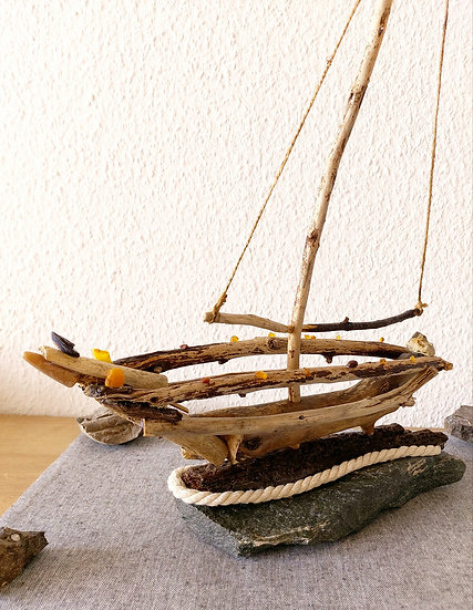 Segelboot ausTreibholz