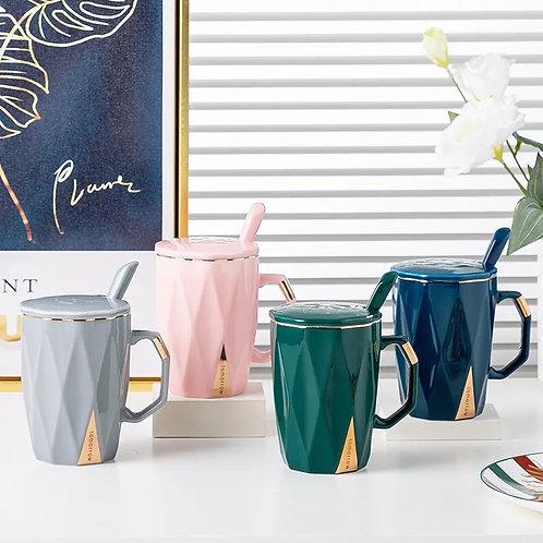 Taza de cerámica con relieves de rombos