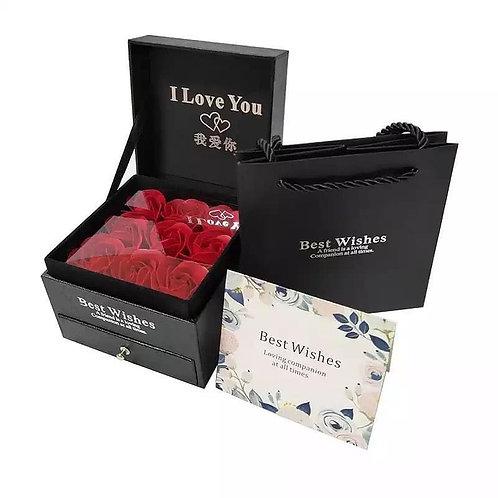 Caja best wishes 6 rosas incluye collar