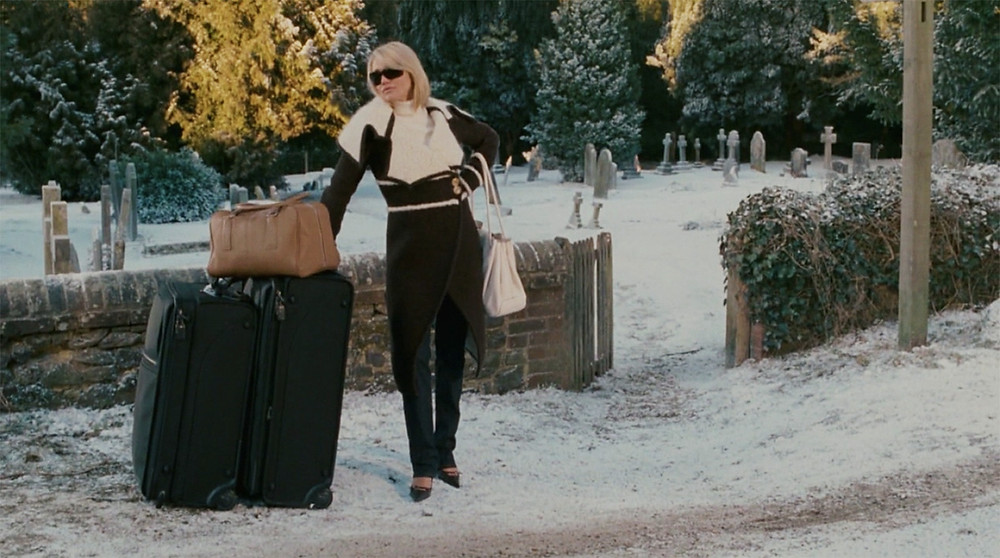 cameron diaz in the holiday with suitcases in the snow