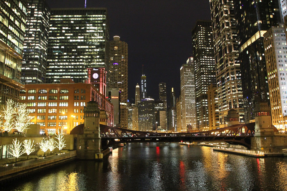 chicago river at night skyscrapers
