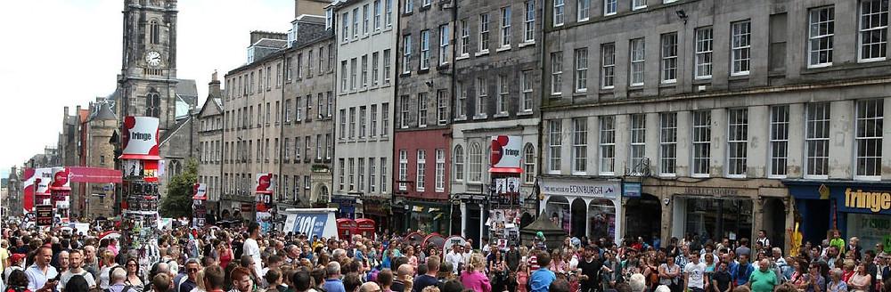 edinburgh fringe festival busy royal mile