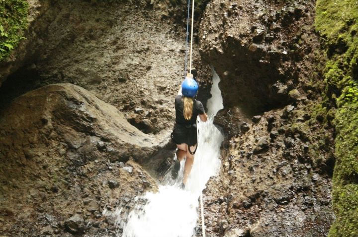 Rappelling Canyoning