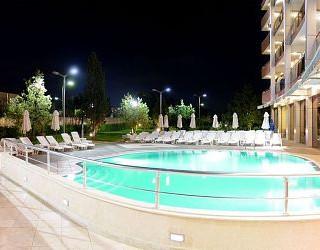 hotel-flamingo-npNUpCoJnaLf5S44J7QrnCQ9-450x250.jpg