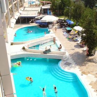 Hotel-Flamingo-Pool-view-1.jpg