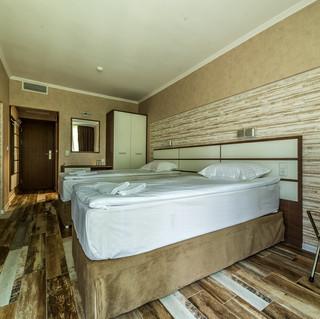 Double Deluxe Room_10 (2).jpg