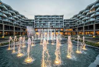 a55f36d599397ea35fe21261905bab9f_Wave_Resort_Fountains.jpeg