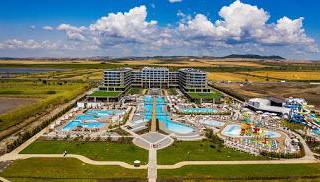cd9e4e277854e11464f3e17d26718eac_Wave_Resort__view_from_the_top1.jpeg