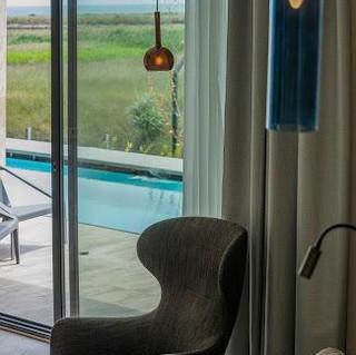 03a0fa373032574d6d371df629037fac_Wave_Resort_Lagoon_Swim-up_room_1.jpeg