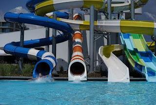 9ae6b233e2fa28eea90d2a7c8d809c1a_Wave_resort_slides_pool1.jpeg