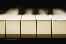 ピアノ教室 ピアノレッスン 音感教育 子供 アムステルダム ピアノ 楽器 鍵盤 キーボード オランダ 情操教育 絶対音感 耳 指 レッスン料 ジョイオブピアノ