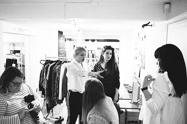 Melissa Murrell talking to local bloggers about the MM styling Academy