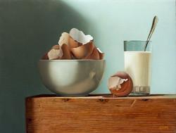 Tasse blanche aux coquilles d'oeufs
