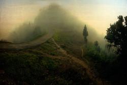 Entre deux terre. Route qui sépare l'Inde de la Birmanie.