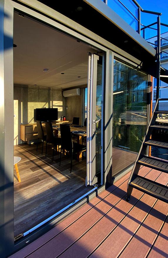 Fra stuen giver glasdøren, adgang til tagterrassen