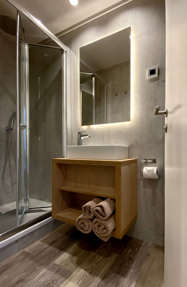 Rigelig med plads til alle toiletartikler