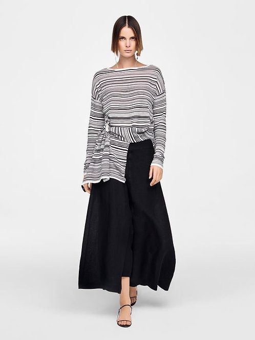 WHITE & BLK ASSYMETRIC SWEATER