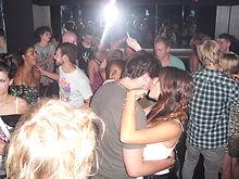 a full dancefloor of happy people dancing during a dj set in mioh nightclub