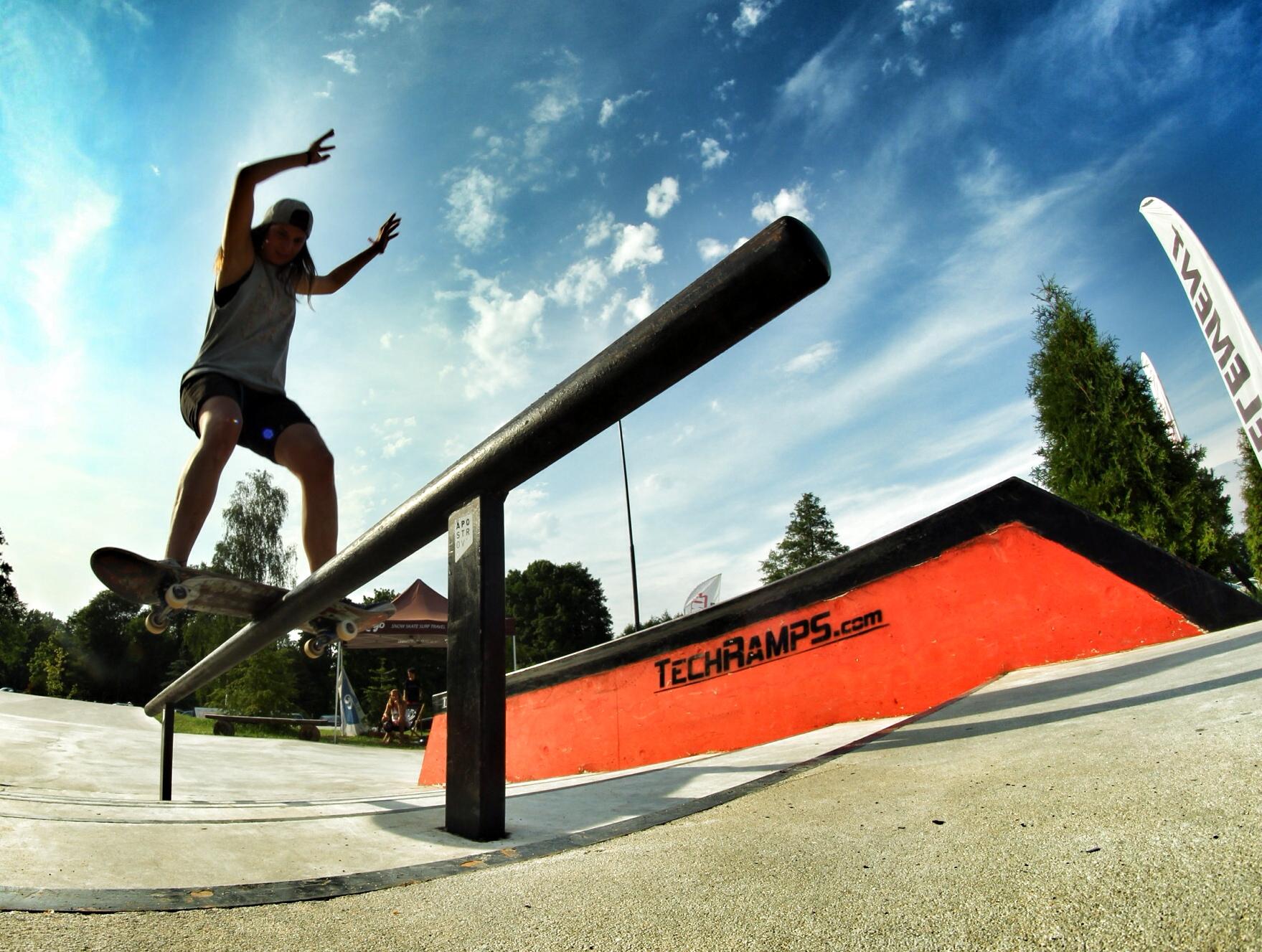 Agata Halikowska boardslide pod górę