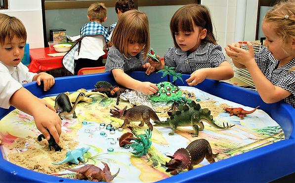 BULLET POINT 5 PICTURE 1 Dinosaurs cropp