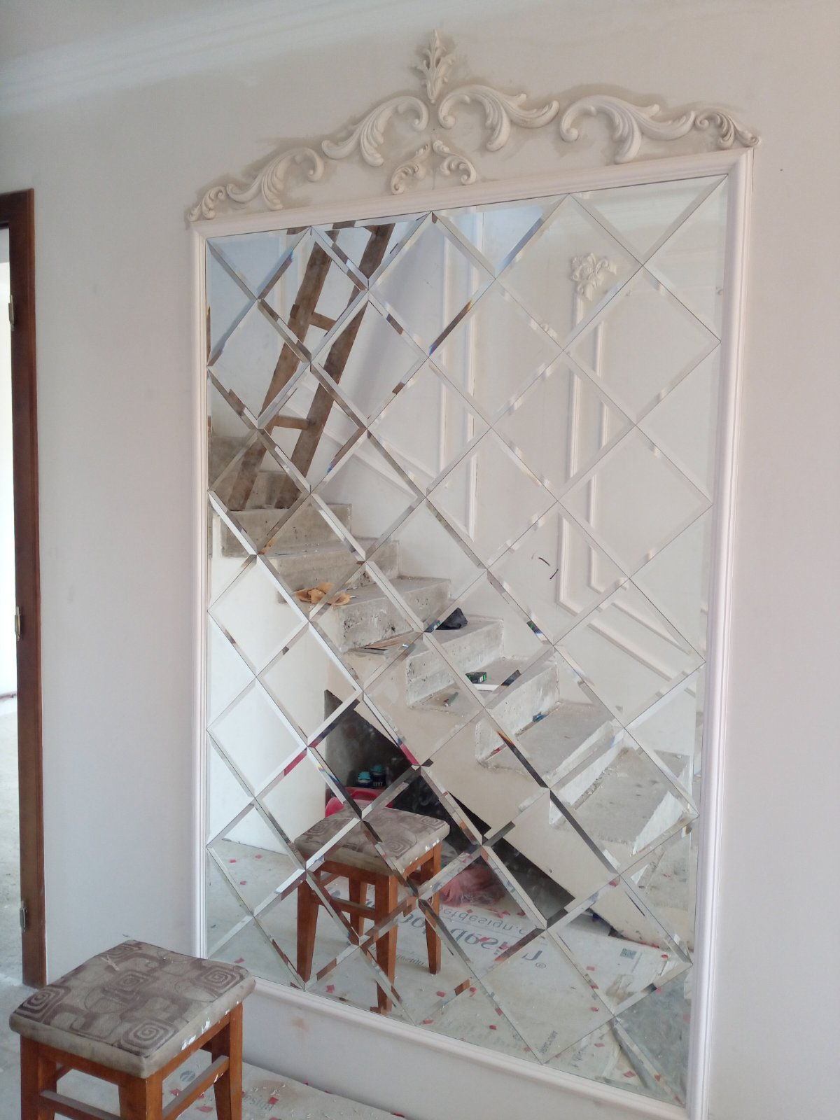 Зеркальная плитка рамка с лепниной