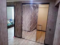 Зеркальная плитка на раздвижную двер