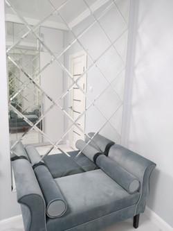Euro Facet зеркальная плитка без рамки с диваном
