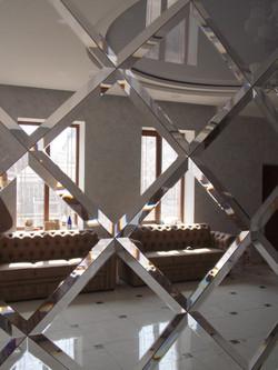 Зеркальное панно в банкетном зале