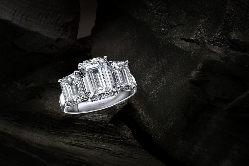 emerald cut ring - Suen Jewellers