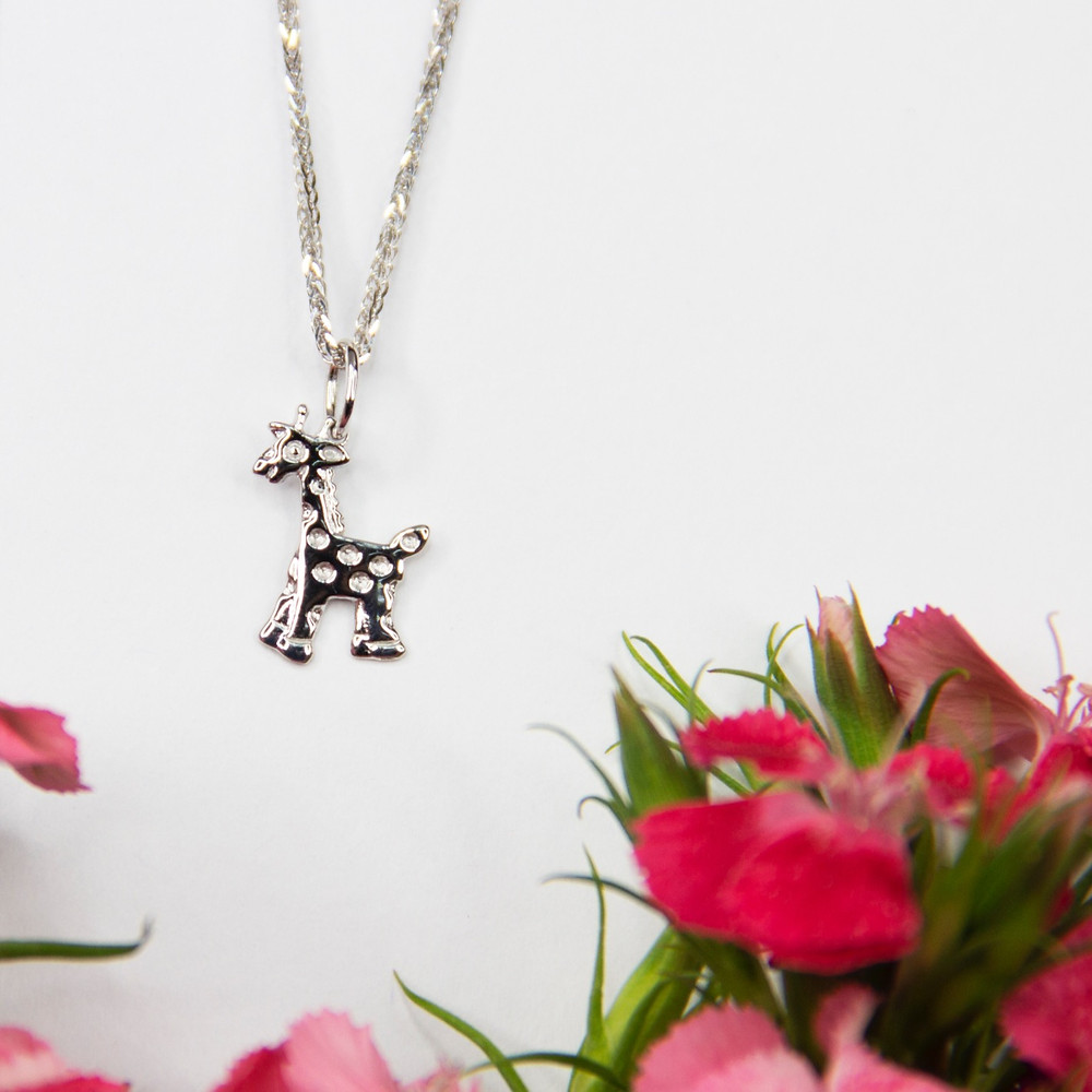 George giraffe pendant set in 18K white gold with white gold chain