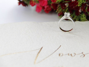 Why is the solitaire the most popular engagement ring setting?