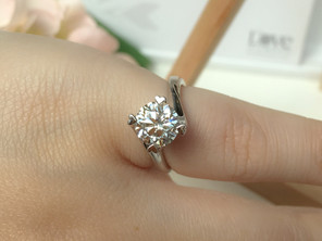 4 simple tips to make your engagement ring look bigger