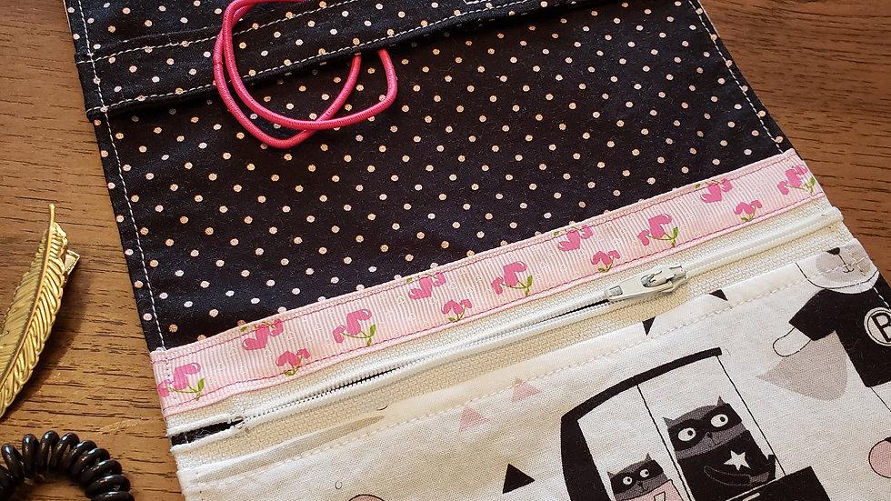 Poche à barettes, Noir et rose