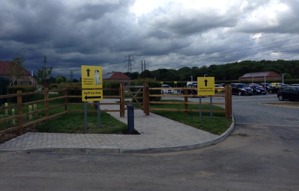 Exterior road signs