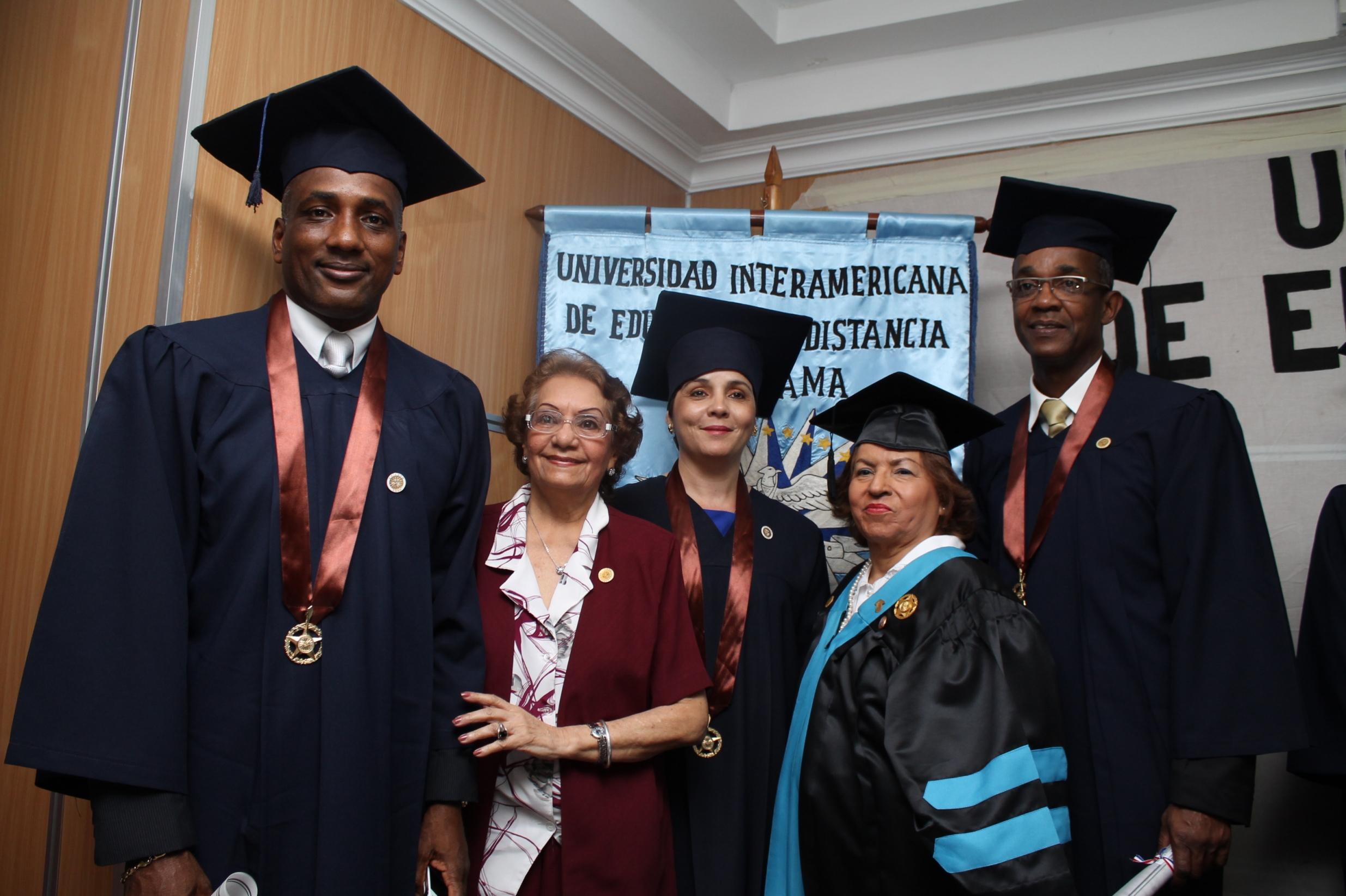 Dras. Carrion, De Kraff y Graduados.