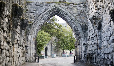 St Andrews Ancient Gothic Arch.jpg